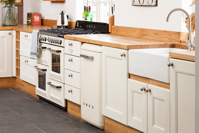 Choosing Specialist Cabinets For Oak Kitchens Solid Wood Kitchen