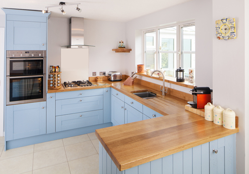 These oak shaker kitchen cabinet doors have been painted in Farrow & Ball's Lulworth Blue.