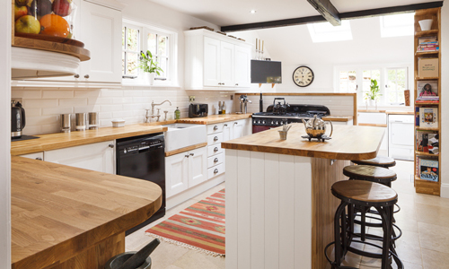 A farmhouse kitchen is a popular style and something that can be achieved using our solid oak cabinets.