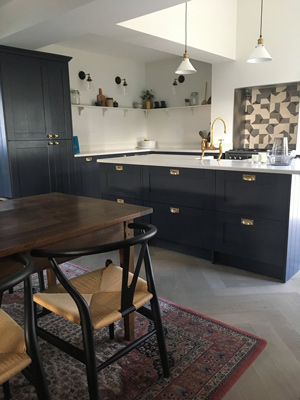 This kitchen in Beaufort has beautiful cup handles and dark coloured shaker doors.