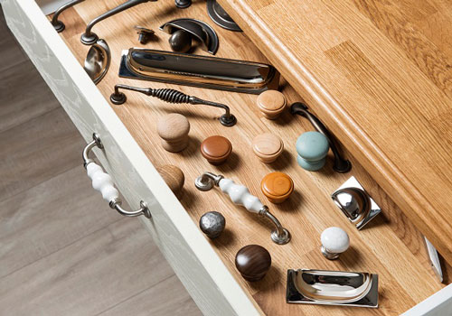 We offer a selection of bow, bar, D and cup handles as well as metal and wooden cabinet knobs.