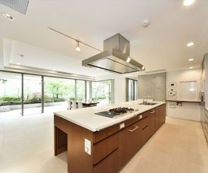 Spacious, airy and bright, this Tokyo kitchen is the epitome of contemporary design.