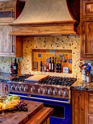 Tiles and colours such as blue are an integral part of Mediterranean kitchen design.