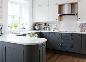 G-shaped kitchens are U-shaped kitchen with a peninsula added to one end for extra storage and worktop space.