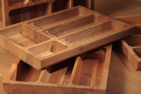 When choosing wooden cutlery trays to suit your kitchen, consider the size of your drawers and the amount of cutlery you have.