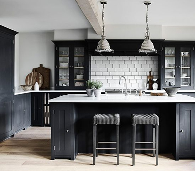 A traditional monochrome kitchen that features white worktops and black shaker doors