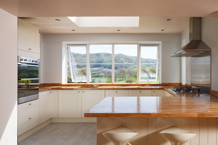 There is plenty of worktop and storage space in the G-shaped kitchen.