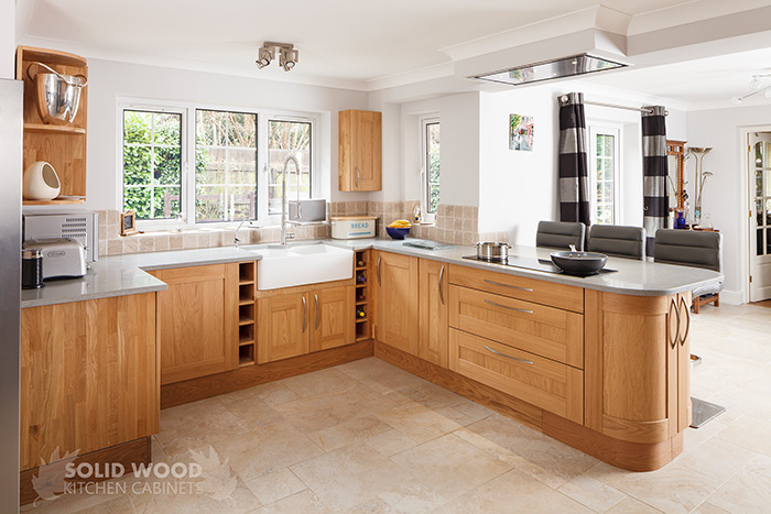 A Beautiful Oak Kitchens With A Combination Of Cabinets With Shaker Frontals