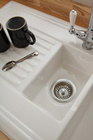 A lustrous ceramic sink with a 1.5 bowl is a practical solution for busy family kitchens.