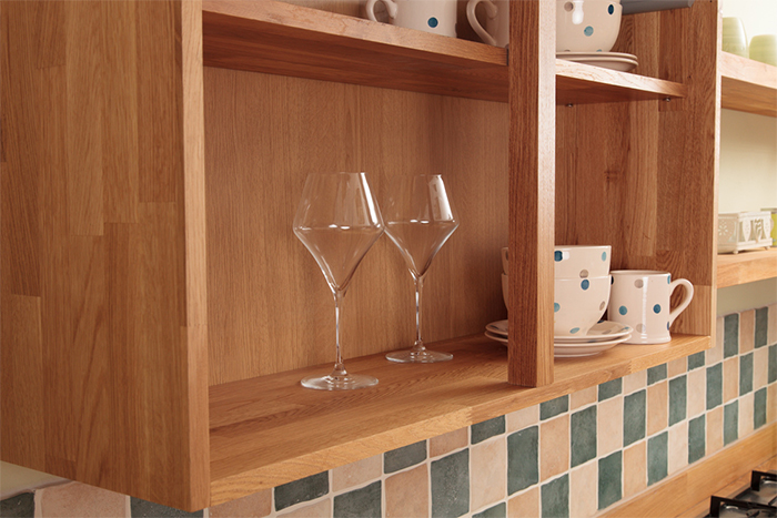 Choosing wall cabinets for oak kitchens solid wood for Choosing kitchen cabinets