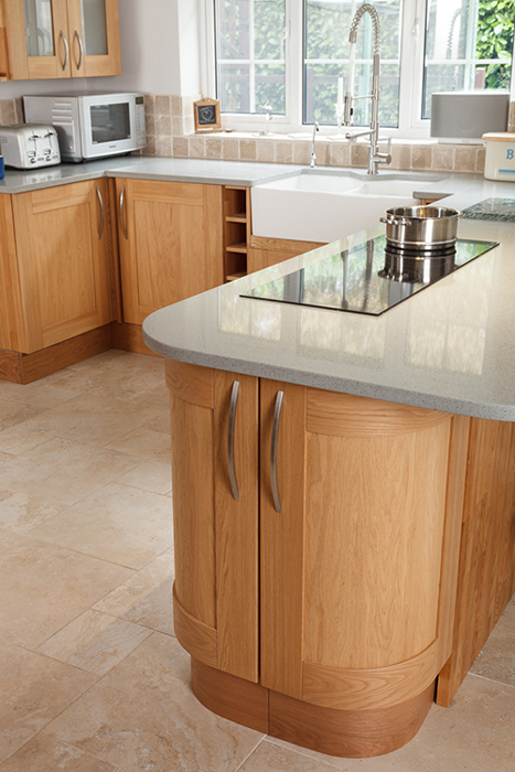 Choose Contemporary Bar Or Bow Handles To Give Oak Kitchen Cabinet Frontals  A Modern Appearance.