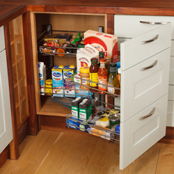 The space in this corner base unit can be fully utilised thanks to the magic basket corner solution.