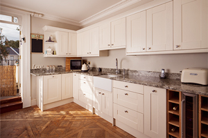 A solid oak kitchen with cupboard doors painted in Farrow & Ball's Wimborne White.