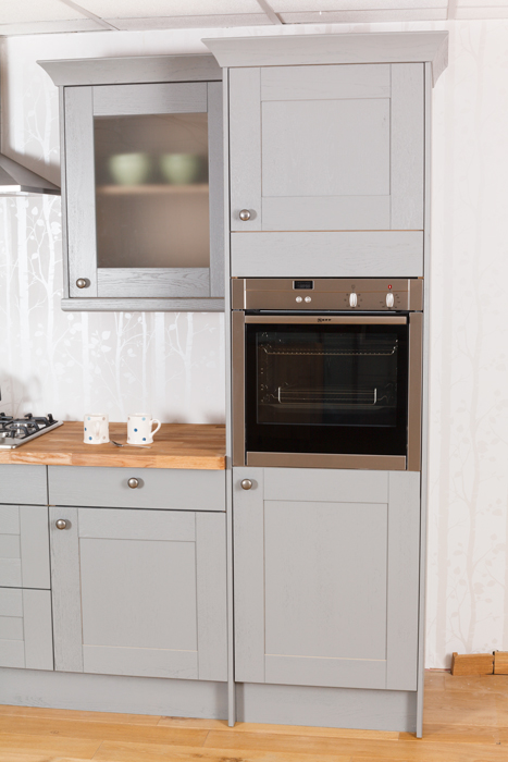 A guide to appliance housing cabinets for oak kitchens for Single kitchen cupboard