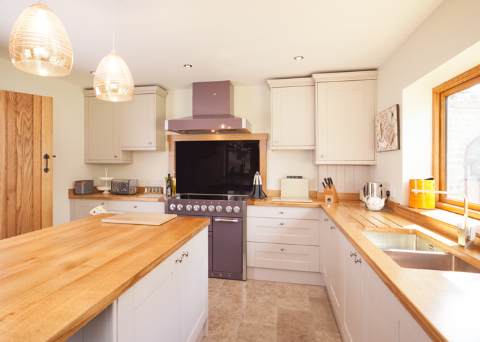 Five Ways To Save Money When Buying Solid Wood Kitchens