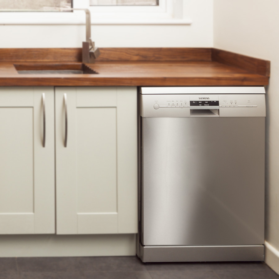 Buying dishwashers for solid oak kitchens solid wood for Fitted kitchen cabinets
