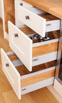 A Guide to Drawers in Oak Kitchens