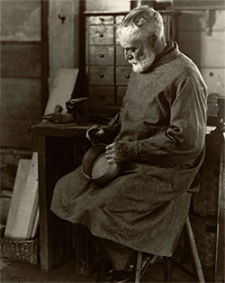 Picture of a Shaker box maker