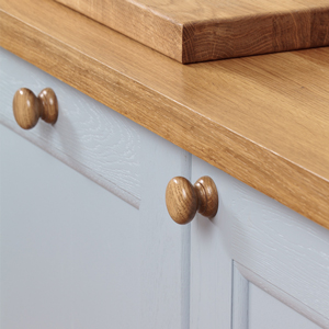 Kitchen cupboards and doors in solid oak kitchens can be quickly repaired by following a few simple steps.