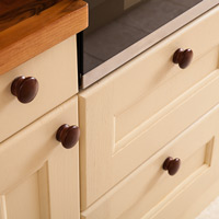 Choose from our range of elegant kitchen handles and knobs to accessorise your Traditional cabinet doors.