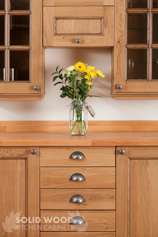 Solid wood kitchen cabinets image gallery for Traditional wooden kitchens