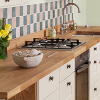 Oak worktop with solid wood shaker kitchen doors