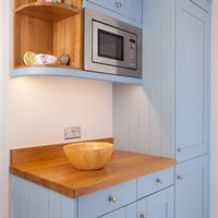 Painted oak shaker kitchen in Farrow & Ball Lulworth Blue