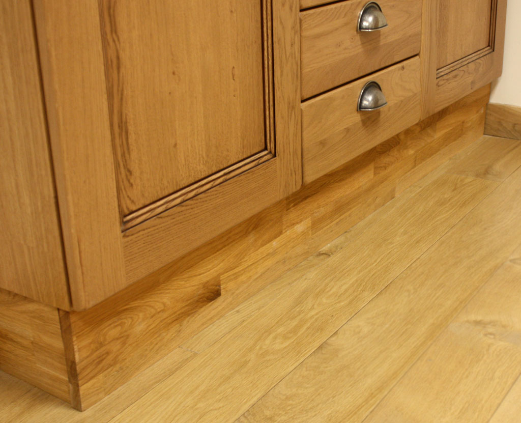 A guide to plinths in solid wood kitchens solid wood for Kitchen units without plinths