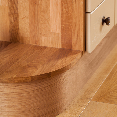 Curved plinth with solid oak kitchen cabinets