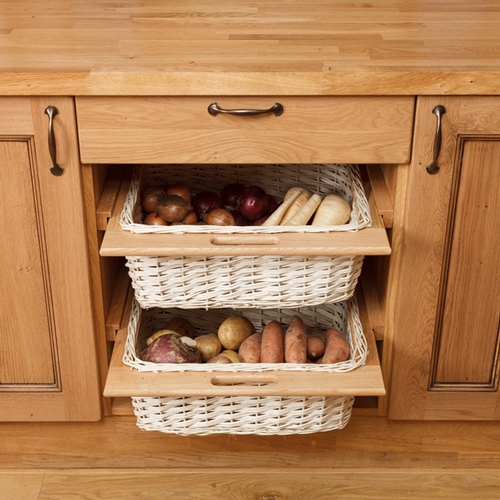 Wicker baskets for traditional lacquered frontals in country solid wood kitchens