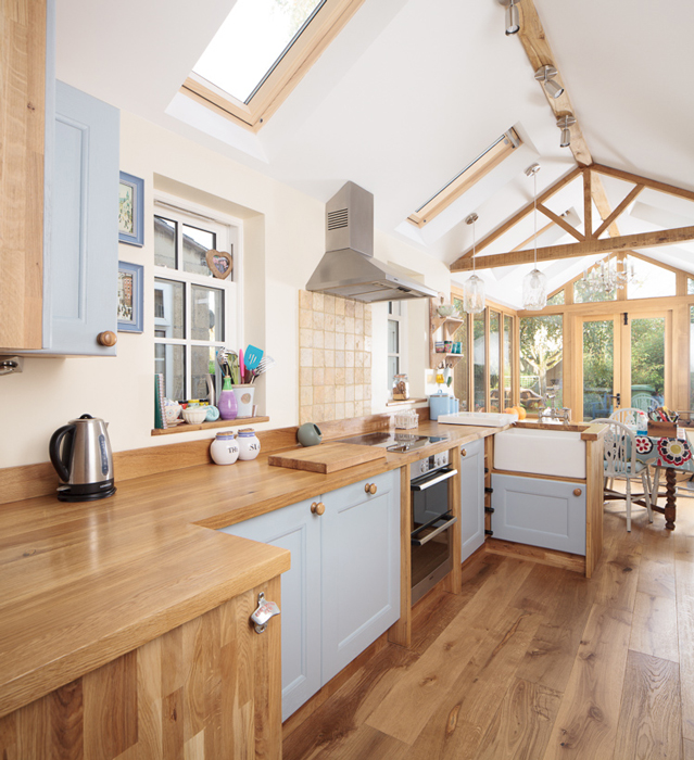 White Kitchen Units With Oak Worktop: Solid Oak Kitchens That Embrace The Great Outdoors