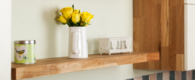 Our wooden kitchen shelves are the perfect complement for solid oak kitchens.