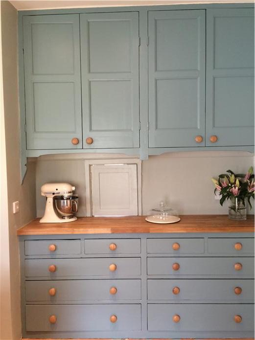 Team Solid Oak Worktops With Farrow Balls Oval Room Blue For A Gorgeous Colour Contrast