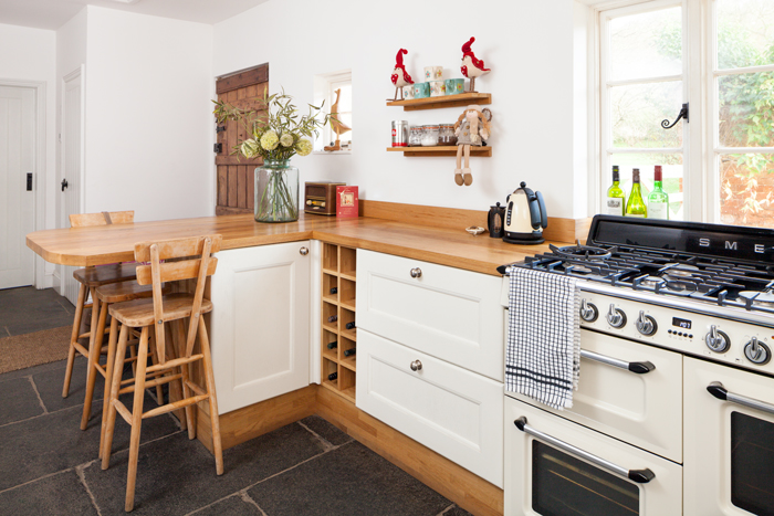 Solid Wood Kitchen With An Oak Breakfast Bar Worktop And SMEG Cooker.