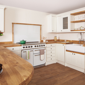 Splashbacks can help make your oven a key decorative feature in solid oak kitchens.