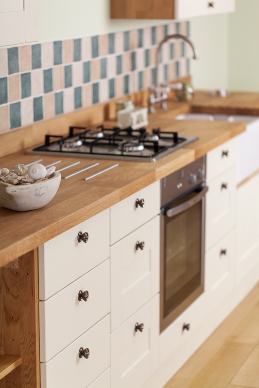 Solid wood solid oak kitchen cabinets from solid oak for Wooden kitchen cupboards