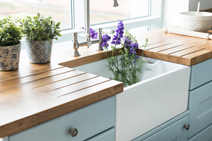 A white ceramic Belfast sink with solid oak worktops.