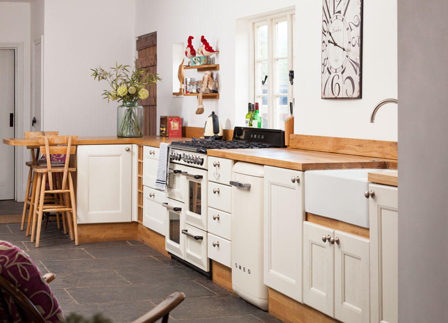 Solid wood kitchen cabinets blog for Country style kitchen doors