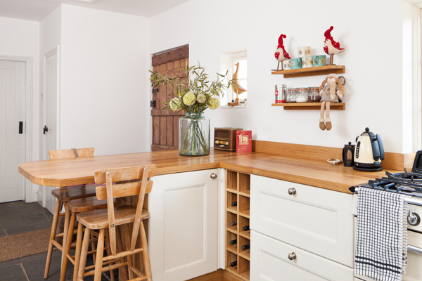 Full stave prime oak worktops and Traditional frontals in Farrow & Ball's New White
